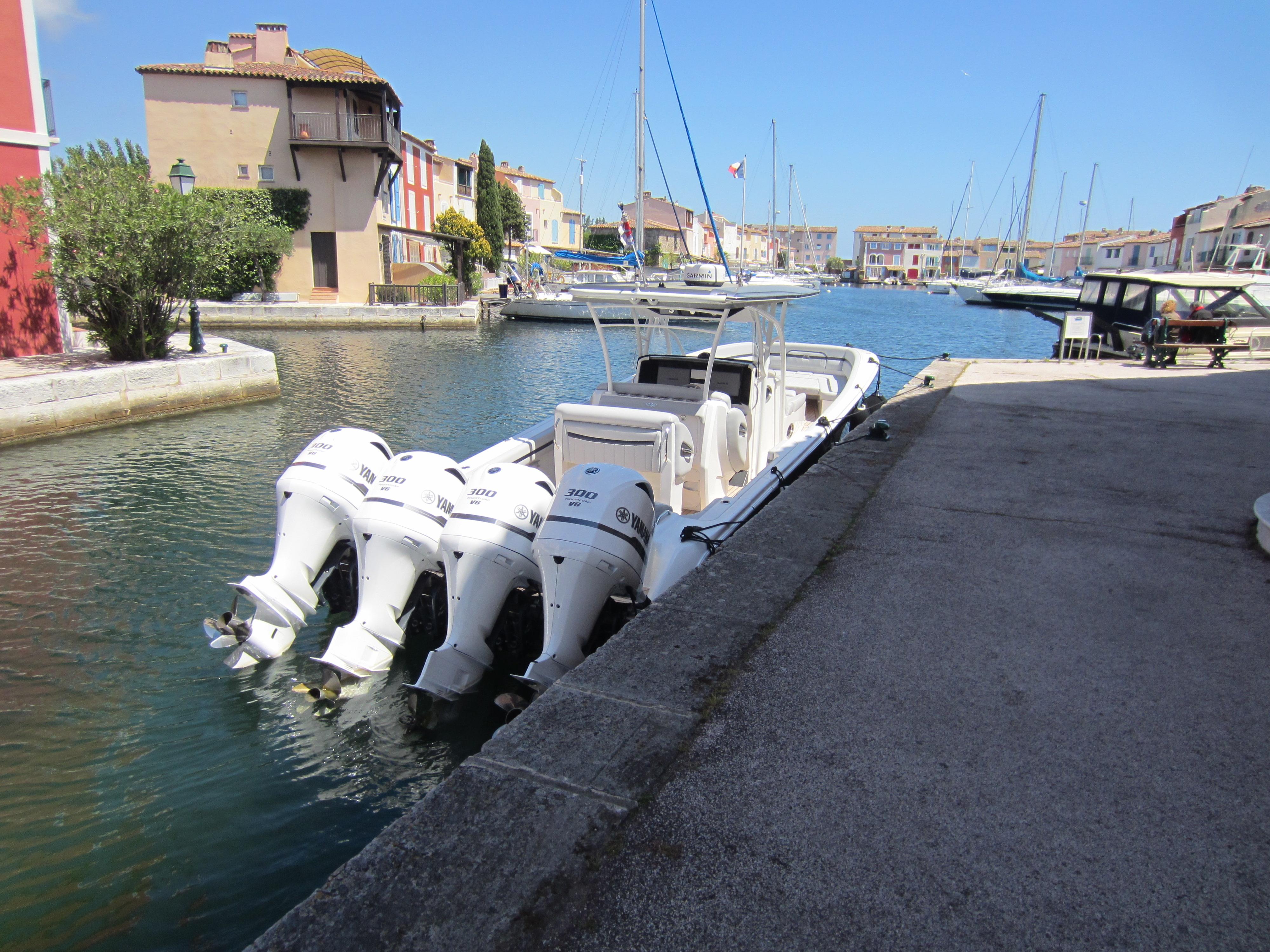 bateau 4 moteur