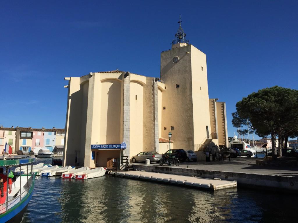 De kerk van Port Grimaud