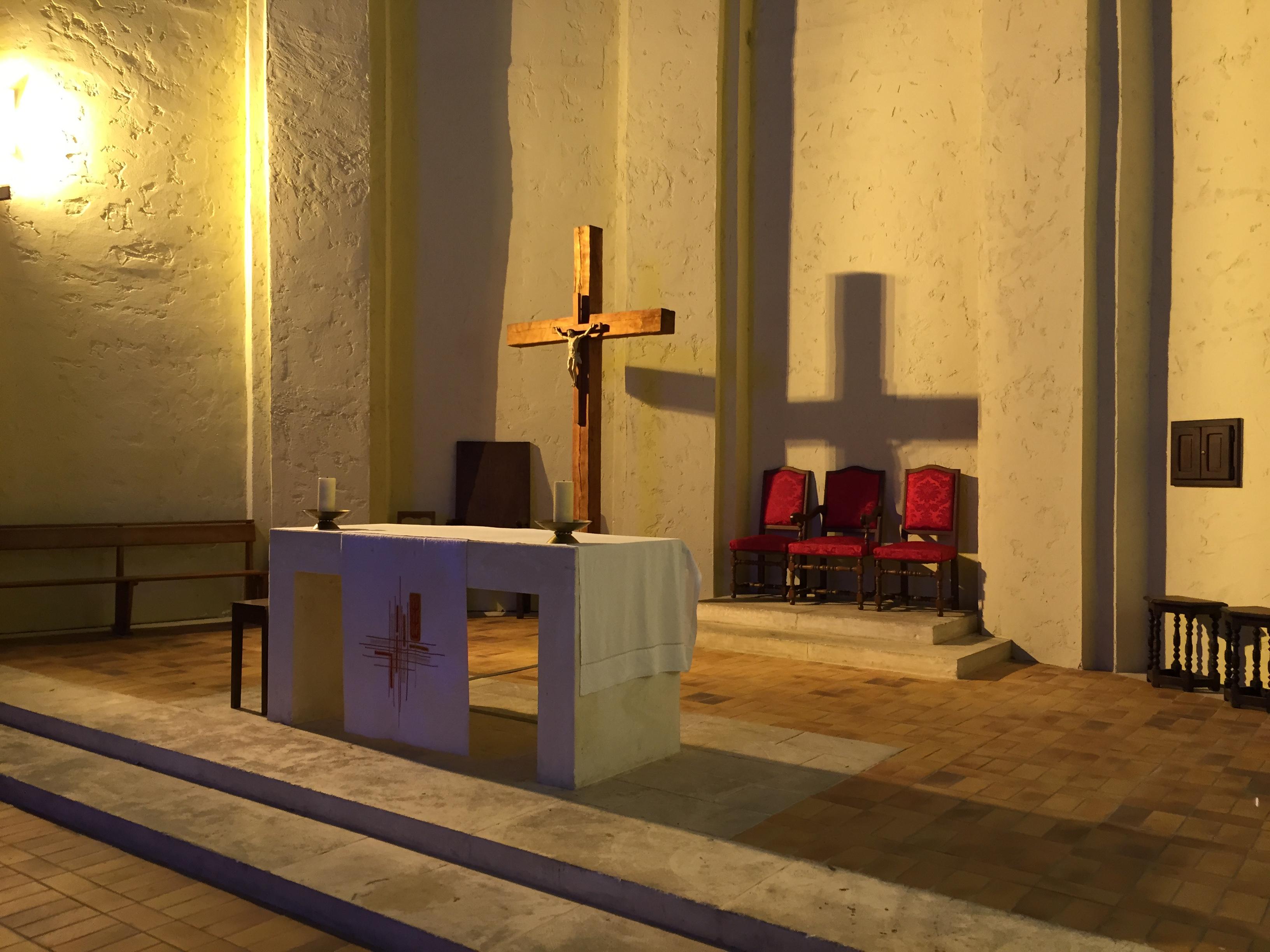 Autel de l'église de port grimaud
