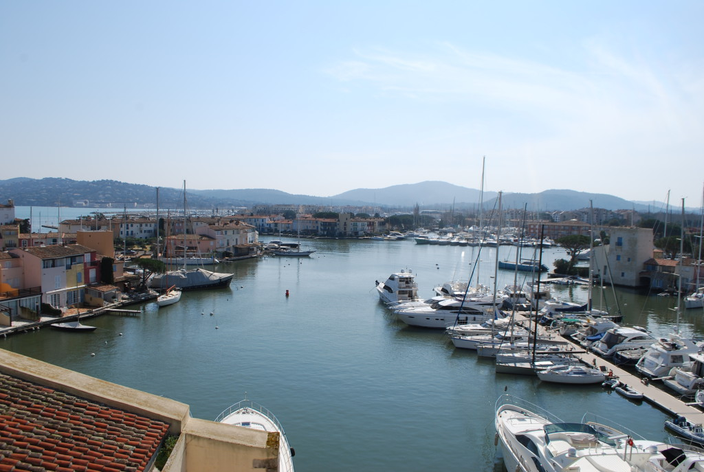 Appartements le long des canaux à Port Grimaud