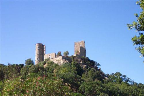 castle-ruins-grimaud
