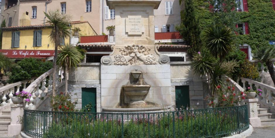 fontaine-place-neuve-grimaud