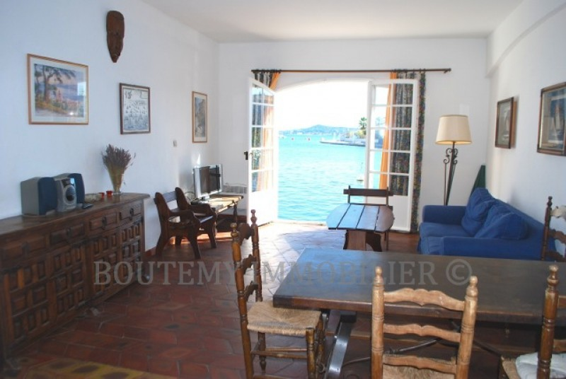 A very sought after property: an apartment with its own mooring. For rent exclusively through Boutemy Immobilier