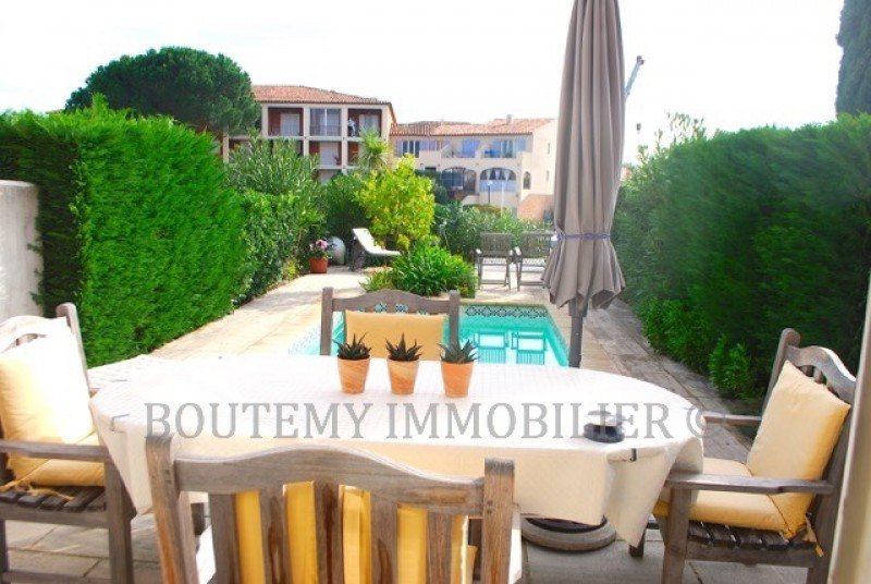 House with a swimming-pool in Port Grimaud South: for rent exclusively through our agency