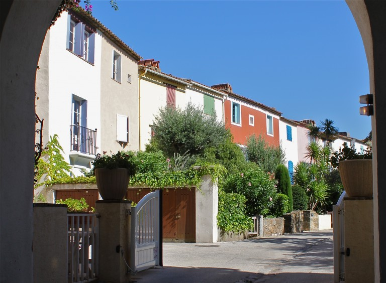 "Pretty ""maisons provençales"" in the streets of Port Grimaud"