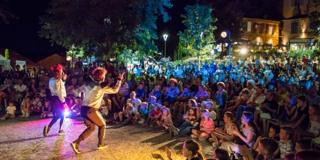 fête village Grimaud
